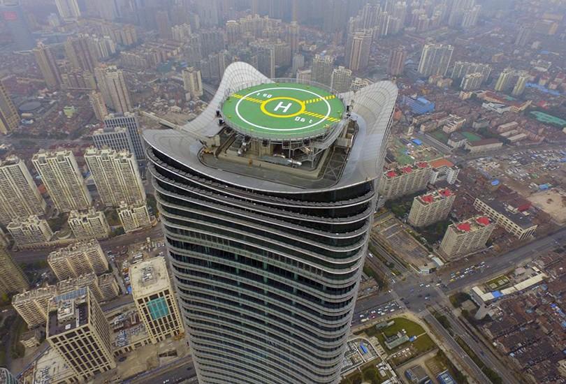 上海金光外滩中心屋顶停机坪